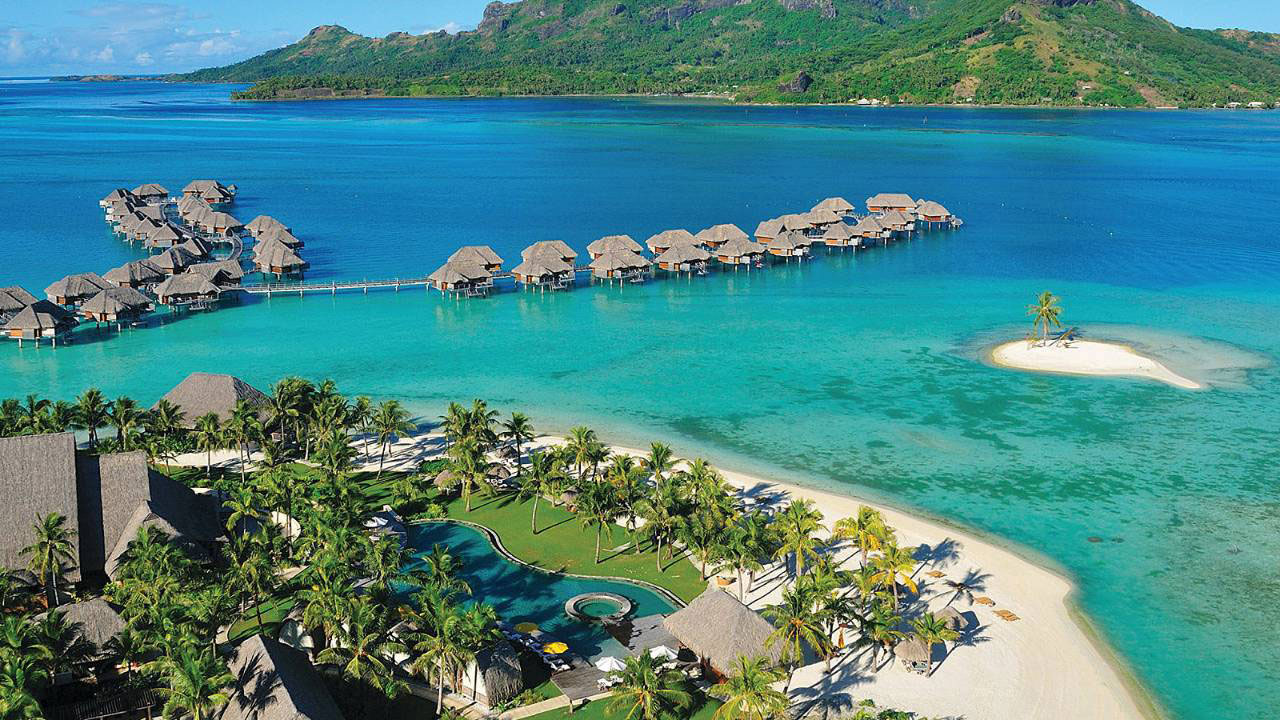 bora-bora-four-seasons-rooms-wallpaper-4